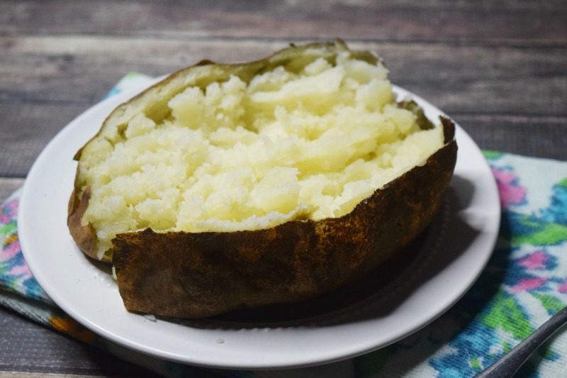 How to make a baked potato in the microwave